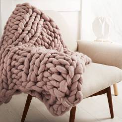 chunky-knitted-blanket-1