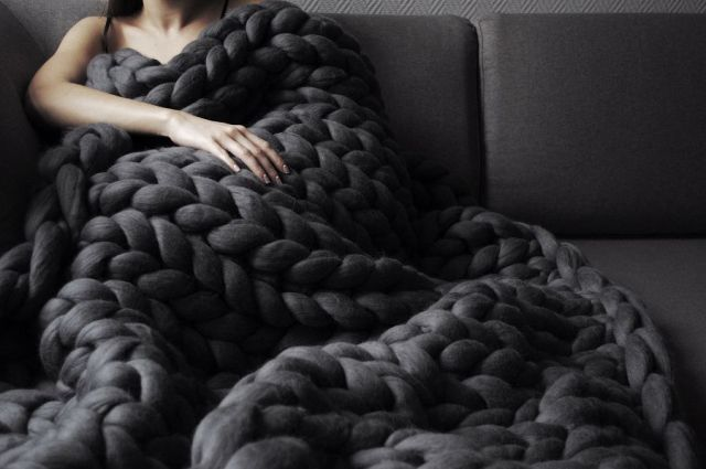 chunky-knitted-blanket-3